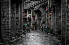 Xingping old street - Once, in ancient times, Xingping was the largest town along the Li River. The town is really a beautiful place, surrounded by enthralling scenery. The historic sites here can be found in Xingping Old Street and Fishing Village about 2 km (1.3 miles) from the town. The old street is a one-kilometer long stone street lined with old brick buildings and assembly halls like those of many different provinces.