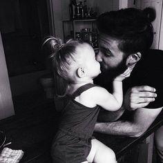 un bisou pour papa!