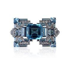 Eccezionale acquamarina, per questa spilla Art Deco' di Cartier...