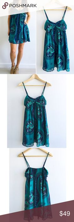 "Free People Teal Green BabyDoll Mini Dress Free People Teal Green BabyDoll Mini Dress! This dress is super comfortable and flowy for summer! Effortless boho chic look. Excellent condition. Empire waist. Stretchy upper back. Sweetheart neckline. Adjustable spaghetti straps. 100% polyester. Lined. Measurements Chest-31"" waist-29"" hips-40"" length-34"" size s (model size 4) Free People Dresses Mini"