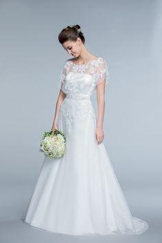 Un joli bouquet de dentelles avec la robe Loreline à partir de 249€ #dress  #woman #femme #shoot #shooting #model #mode #fashion #tati #inspiration #mariage #wedding