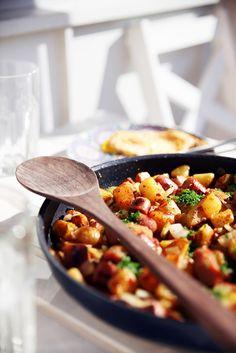 Pytt i Panna med korv Swedish Cuisine, Swedish Dishes, Swedish Recipes, Swedish Foods, Norwegian Recipes, Heritage Recipe, Norwegian Food, Scandinavian Food, Good Food