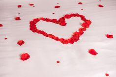 Con nuestros Decor Packs podrás decorar una habitación o estancia romántica y sorprender a tu pareja.   #loverspack #habitacionromantica #nidodeamor #soprender #soprenderamipareja #nocheromantica #amor #love #regalos #regalocumpleaños #regaloaniversario #regalosoriginales #regalosdesanvalentin #ideasromanticas #regaloshombres #detalles #enamorados #rosas #petalos #globos #velas #tequiero #Iloveyou #corazones #packromantico #romanticpack #decorpacks