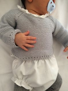 This Pin was discovered by Bea Baby Knitting Patterns, Knitting For Kids, Baby Patterns, Cardigan Bebe, Baby Cardigan, Baby Girl Cardigans, Baby Sweaters, Tricot Baby, Diy Crafts Knitting
