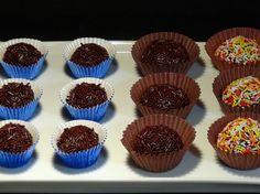Brigadeiros o negrinhos cremosos y deliciosos dulces con chocolate y leche condensada tan fáciles de preparar que no dudaras en prepararlos cada vez que te apetezcan.  También en el Blog: http://lacocinadelolidominguez.blogspot.com.es/2016/01/brigadeiros-o-negrinhos.html  -------------------- Videoreceta: https://www.youtube.com/watch?v=qnYxmsc0Ujw