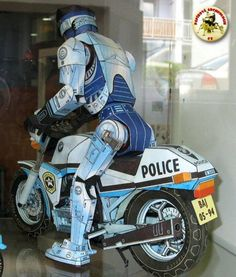 This paper model is a BMW K100, a family of four-cylinder 987 cc motorcycles that were manufactured by BMW, the papercraft is created by Elektron-Zenit, an