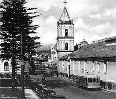 TRANVÍA CARRERA 7, BOGOTÁ COLOMBIA Colombia Travel, Old Photos, South America, Beautiful Places, Carrera, City, World, Urban Style, Nostalgia