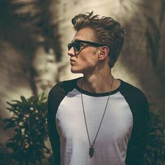 TRISTAN OLIVER VANCE EVANS PLEASE STOP <----- Drums like a rockstar poses like a model Somebody To You, Artsy Background, Brad Simpson, 1d And 5sos, Lorde, The Vamps, Wild Hearts, Pretty Boys, Cool Bands