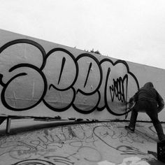 SEEN is an OG in the graffiti game! Watch some of his stuff on Style Wars! Graffiti History, New York Graffiti, Street Art Graffiti, Graffiti Lettering Fonts, Graffiti Photography, Graffiti Tagging, Posca, Chalk Art, Sculpture Art