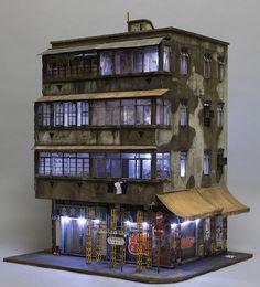 Joshua Smith baut kleine verfallende Gebäude  Modellbau muss sich nicht auf Eisenbahnen oder Schiffe in Flaschen beschränken – das zeigt auch der Australier Joshua Smith. Der baut kleine Häu...
