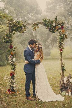 Bride to Be Reading ~ Una boda boho en otoño - All Lovely Party. Floral wedding arch so on point Trendy Wedding, Boho Wedding, Perfect Wedding, Wedding Flowers, Dream Wedding, Wedding Day, Wedding Dresses, Bohemian Weddings, Wedding Simple