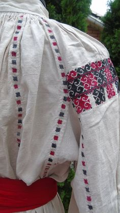 Traditional Outfits, Costume, Embroidery, Romania, Fashion, Moda, Needlepoint, Fashion Styles, Costumes