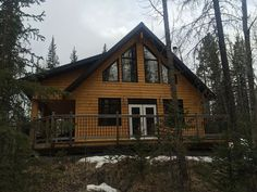 This 1200 square foot, well appointed cabin has three bedrooms (sleeps 6 comfortably) and one bathroom (bathtub/shower). Two bedr. Log Cabin Living, Cabin Rentals, Vacation Rentals, Bathtub Shower, Cabins And Cottages, Cabin Homes, Rocky Mountains, Ideal Home, Square Feet