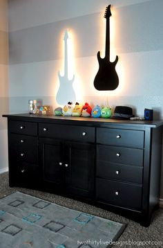 idea for tylers room if I go with the rock star theme