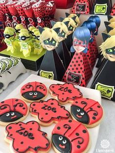 Mesa de golosinas inspirada en los personajes del momento: Miraculous ladybug y Chat noir para festejar los 8 añitos de Zoe. ...