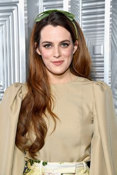 Riley Keough attends ELLE's in Hollywood Celebration presented by L'Oreal Paris, Real Is Rare, Real Is A Diamond and CALVIN KLEIN at Four Seasons Hotel Los Angeles at Beverly Hills on October 2017 in Los Angeles, California. Riley Keough, Lisa Marie Presley, The Girlfriends, Celebs, Celebrities, 70s Fashion, Hollywood Actresses, Elvis Presley, Chic Outfits