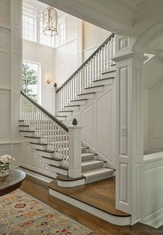 Luxurious Grand Staircase Design Ideas For Amazing Home 18 Foyer Staircase, Staircase Design, Staircase Ideas, Staircase With Landing, Staircase Pictures, Staircase Decoration, Entry Stairs, Spiral Staircases, Style At Home