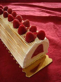 Bûche litchi framboises - Chez Lorette - La table de L - Farah - Pint French Patisserie, French Bakery, Party Desserts, Dessert Recipes, Party Treats, Melting Moments Cookies, Creamy Chicken Enchiladas, Log Cake, Cake Recipes From Scratch