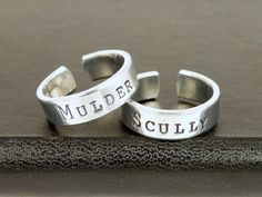Mulder and Scully - Best Friends - X-Files - Friendship Ring Set on Etsy, $20.00 (OR WEDDING RINGS HAHA)
