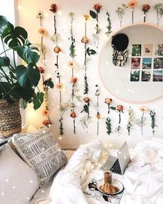 21 Cute Dorm Rooms We're Obsessing Over If you need ideas for cute dorm rooms, here are tons of cute dorm room decor ideas that will give you inspiration! These chic and cute dorm room ideas are affordable and perfect for a student budget. Cute Room Ideas, Cute Room Decor, Decoration Bedroom, Comfy Room Ideas, Diy Room Decor Tumblr, Floral Bedroom Decor, Flower Room Decor, Floral Room, Room Ideas Bedroom