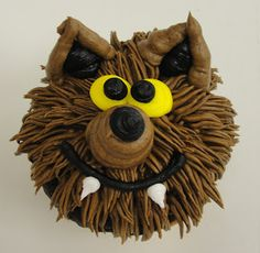 Werewolf and other fun Halloween cupcakes! Love this site!