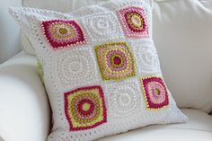 Circle of Friends cushion - very nicely done, this looks so soft  #crochet #motif #pillow