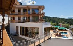 Casual luxury hotel in Seefeld, Austria. Style At Home, Hotels, Beautiful Architecture, Austria, Mansions, Luxury, House Styles, Casual, Home Decor