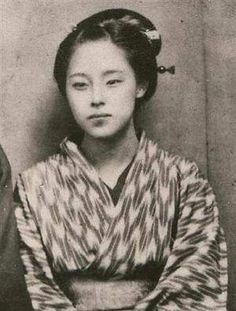 so beautiful *_* Kusumoto Takako, a daughter to the first japanese female doctor and obstetrician-gynecologist, Kusumoto O-Ine. Japanese Geisha, Japanese Beauty, Vintage Japanese, Japanese Female, Japanese Lady, Samurai, Japanese History, Japanese Culture, Old Pictures