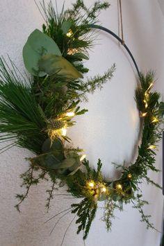 Rustic Christmas, Christmas Wreaths, Christmas Crafts, Wreath Crafts, Diy Crafts, Xmas Decorations, Centerpieces, Floral, Flowers