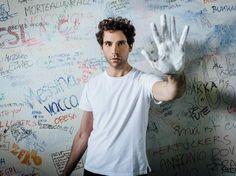 """Mika contro bullismo e omofobia in Hurts, un video """"che emozionerà come non mai"""""""
