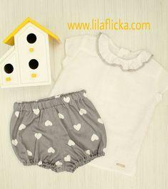 6579e8d5e conjunto blusa lino pololo corazones Pilar Batanero. Rana bebé gris  estampada con corazones y blusa de lino blanco con manga corta y cuello de  volante.