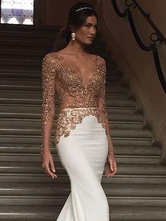 Créditos: Divulgação Formal Dresses For Weddings, Elegant Dresses, Sexy Dresses, Bridal Dresses, Beautiful Dresses, Bridesmaid Dresses, Prom Dresses, Traje Black Tie, Golden Dress