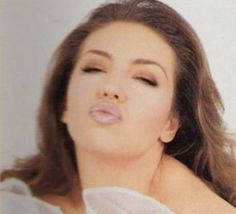 @thalia Hermosa kisses