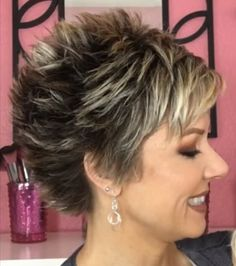 Top 16 Short Edgy Haircuts 2019 for Women Over 40 Short Sassy Haircuts, Short Choppy Hair, Edgy Haircuts, Short Hair With Layers, Cute Hairstyles For Short Hair, Short Hair Cuts For Women, Curly Hair Styles, Lazy Hairstyles, Casual Hairstyles