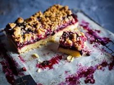 A buttery shortbread base, jammy blueberry filling and crisp crumbly topping make these Blueberry Crumble Bars easy to make AND easy to eat!