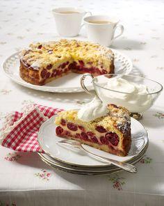 Rahm-Kirsch-Krümelkuchen Ein saftiger Streuselkuchen mit Kirschen für den Kaffeetisch