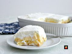 Dreamy Coconut and Pineapple Dessert. Layers of creamy smooth homemade coconut pudding layered between chunks of pineapple on a bed of pineapple infused lady's fingers and then covered with a wonderful dreamy whipped cream topping. Tropical Desserts, Pineapple Dessert Recipes, Pudding Desserts, Lady Fingers Dessert, Honey Balsamic Chicken, Italian Cream Cakes, Coconut Pudding, Banana Pudding, Delicious Desserts