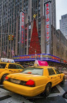 Christmas at Radio City Music Hall, New York City, NY | Pedro Lastra via flickr