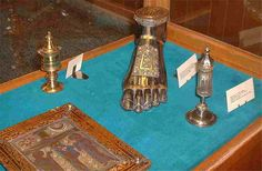 Le pied-reliquaire de Saint-Blaise, petit coffret en agate et l'autel portatif de J. de Vitry. Trésor d'Hugo d'Oignies