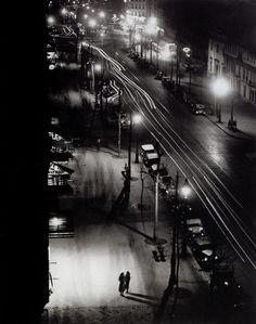 Deux filles faisant le trottoir, boulevard Montparnasse – 1931 brassai-paris