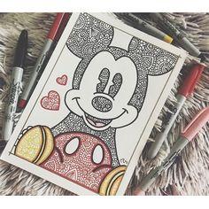 A mí me encanto♥️ Primer día del reto LUNES:Disney❣️drawi… Les gusta? A mí me encanto♥️ Primer día del reto LUNES:Disney❣️drawingweek papeleriachallengeteam thenewzentangleteam disney Colaboración con mi ZentangleTeam: Mandala Art, Easy Mandala Drawing, Doodle Art Drawing, Art Drawings Sketches, Drawing Ideas, Cute Drawings Tumblr, Arte Sharpie, Mickey Mouse Drawings, Dibujos Zentangle Art