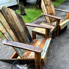These Adirondack chair plans will help you build an outdoor furniture set that becomes the centerpiece of your backyard. It's a good thing that so many plastic patio chairs are designed to stack, and the aluminum ones fold up flat. #adirondackoutdoorfurnitureplans