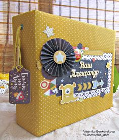 with pop up in the middle page. Papel Scrapbook, Mini Scrapbook Albums, Mini Albums, Tarjetas Pop Up, All Paper, Mini Books, Paper Design, Scrapbooks, Photo Book