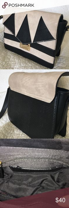 """NWT Topshop black and cream cross body bag Brand new """"Topshop"""" ( from Nordstrom) black black and cream cross body bag with adjustable buckle to shorten with 2 open pockets on the inside and 1 zippered pocket , too. Topshop Bags Crossbody Bags"""