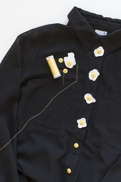 DIY: egg button shirt - this would be super cute on an apron! Clothes Crafts, Sewing Clothes, Custom Clothes, Diy Fashion, Ideias Fashion, Fashion Outfits, Fashion Design, Black Button Up Shirt, Cool Outfits