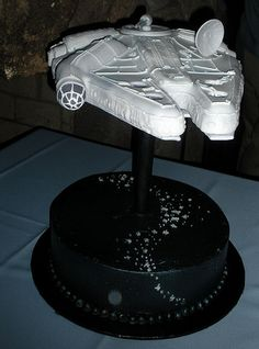 Love this star wars cake Star Wars Cake, Star Wars Party, Gorgeous Cakes, Amazing Cakes, Frosting Tips, Types Of Cakes, Cake Board, Cake Pictures, Cupcake Cakes