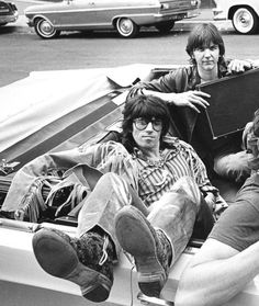 My hike in Malibu or Runyon may transform into a jaunt to Joshua Tree, & while I was doing the research for it, this turned up. A pic of Keith Richards & Gram Parsons together exists. I am gaping in shock & jumping for joy! KEITH & GRAM TOGETHER! Like A Rolling Stone, Rolling Stones, Pop Rock, Rock N Roll, Gram Parsons, Ron Woods, Emmylou Harris, Charlie Watts, Live Rock