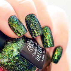 "Esmalte ""Melindrosa"" - Joga Purpurina! da Penélope Luz | Unhas com Glitter Verde, Dourado e Azul | Green and Gold Shimmer Nails | Indie Polish | Esmalte Artesanal | Carnaval | Brazil | Brasil"