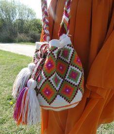 WAYUU ÇANTA YAPILIŞI DETAYLI TÜRKÇE VİDEOLU ANLATIMLI | Nazarca.com Cute Crochet, Knit Crochet, Mochila Crochet, Tapestry Crochet Patterns, Tapestry Bag, Boho Bags, Crochet Handbags, Crochet Bags, Quilted Bag