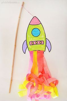 Make a super swishy flying rocket! Use our free printable template and step by step instructions #ArtAndCraftStepByStep